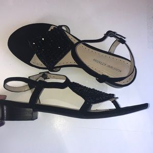 Adrienne Vittadini 7M sandals beads flat black